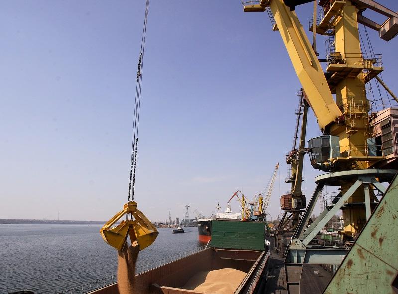 Новый год в октябре – Николаевский морской порт выполнил годовой план по грузопереработке