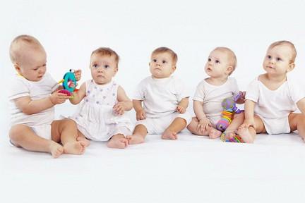 18-летнюю маму из Херсона и ее 5 новорожденных детей срочно везут в Николаев