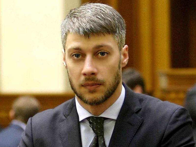 Еще один бородатый депутат от Николаевской области – на 128-м победил Артем Ильюк