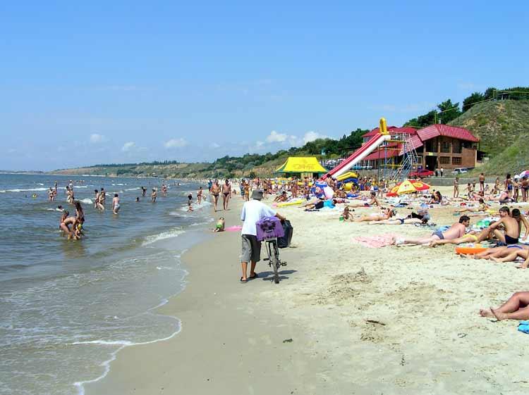 Пляж в Очакове снова общий – суд прислушался к прокуратуре