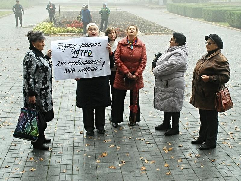 Матери и жены 19-го территориального батальона требовали возле ОГА вернуть их домой. Хотя бы на побывку