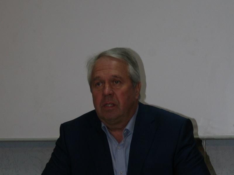 Дела предвыборные: Сергей Исаков знает, кто ему выставил двойника, и не намерен сниматься в пользу Александра Жолобецкого