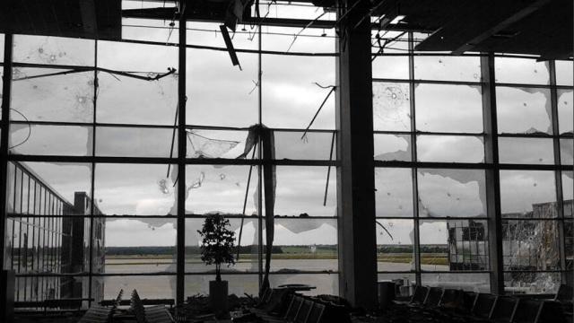 Как наши «киборги» в Донецком аэропорту флаг Украины поднимали