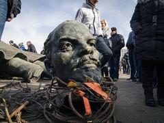 В Тридубах свалили памятник Ленину