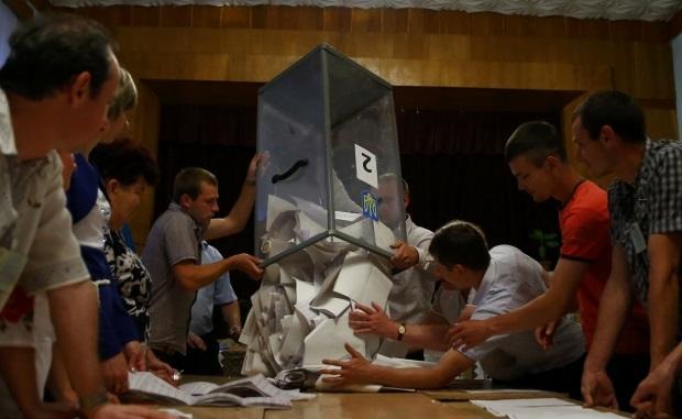 Вроде мелочь, а приятно: кандидат на 129 округе снялся с выборов, а большинство поданных им членов УИК остались работать