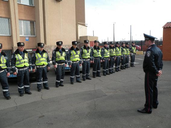 Очередную смену сотрудников Николаевской ГАИ проводили в АТО