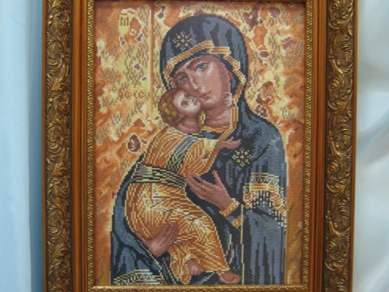 Мастерица «Прибужья» подарит николаевским морпехам вышитую икону Богоматери, которая уже однажды помогла остановить захватчика
