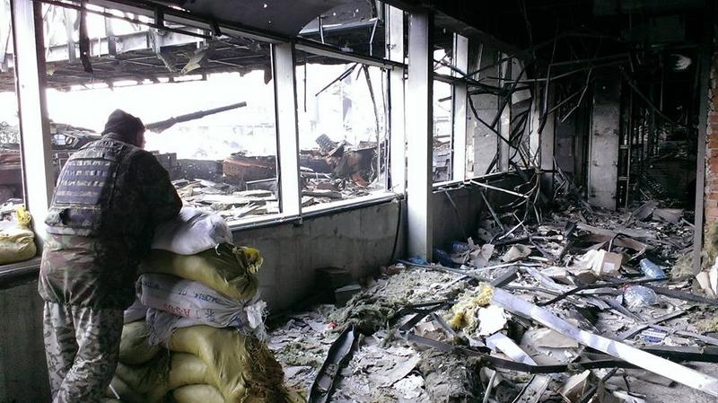 В Донецке продолжается бой за аэропорт