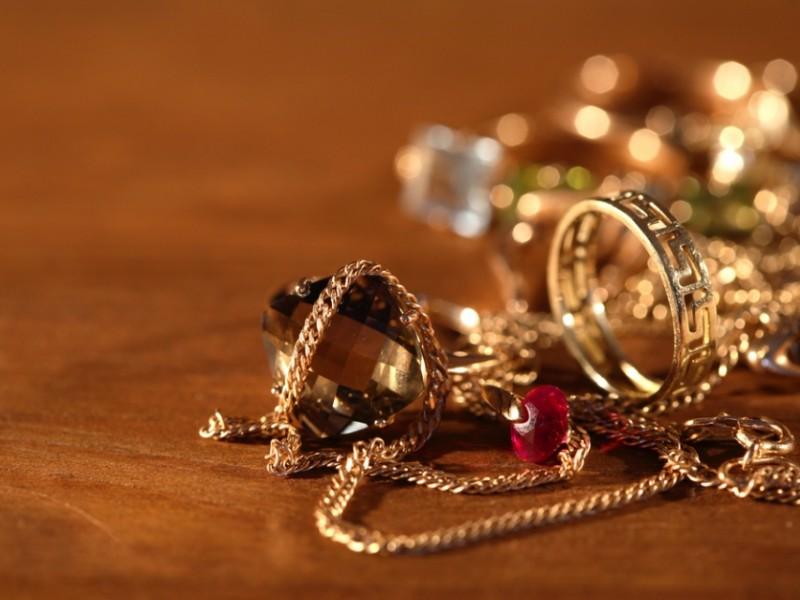 Любовницы похищают не только мужские сердца, но и золотые украшения своих кавалеров