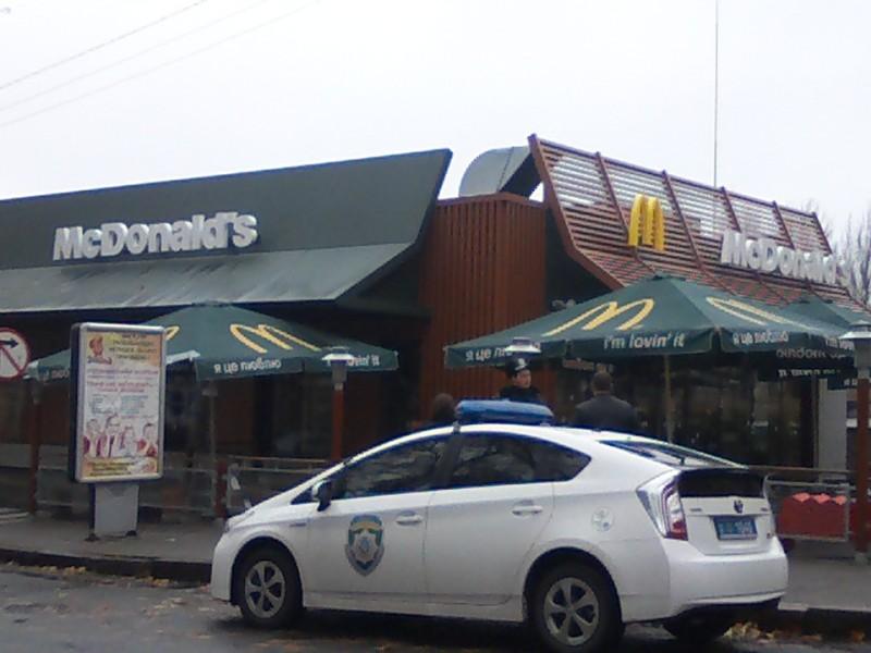 Центр Николаева закрыт для проезда – ищут мину в «МакДональдсе»