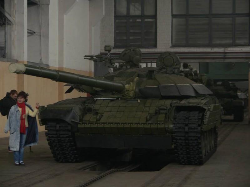 Журналистам показали новейшую военную технику отечественного производства. Ее бы в АТО!