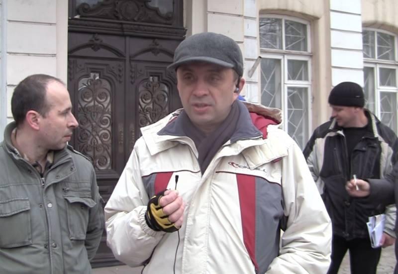 Под БТИ николаевские общественники требовали Рыжика. Но вместо Рыжика пришла милиция