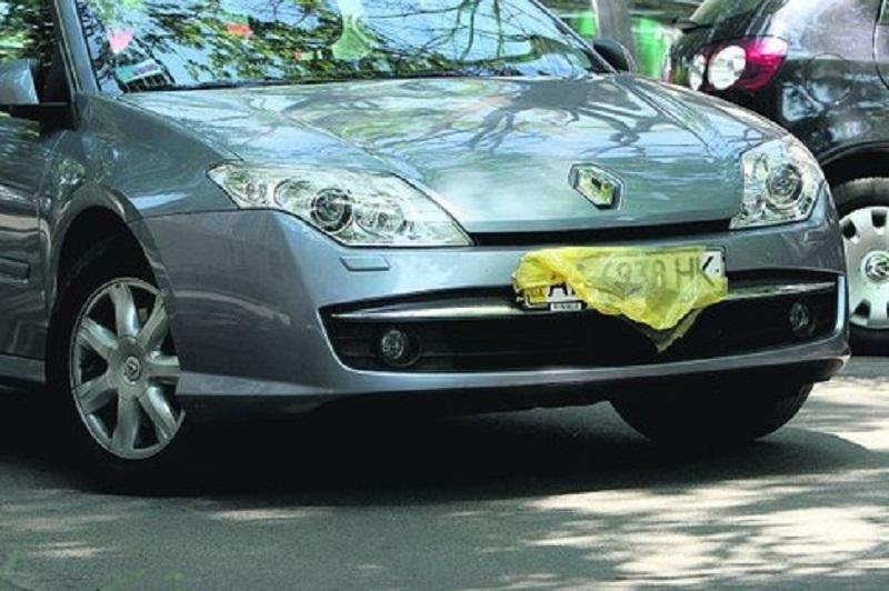 Граждане, уберите лишнее с номерных знаков своих авто. Если, конечно, не хотите штраф платить