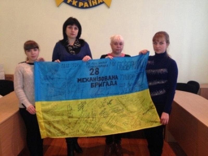 Боевое знамя 28-й бригады с автографами бойцов побывает в 7 областях Украины, в том числе и на Николаевщине