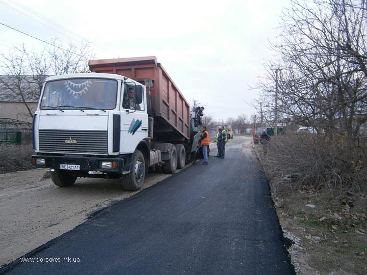 Запахло асфальтом – в Матвеевке отремонтировали две улицы