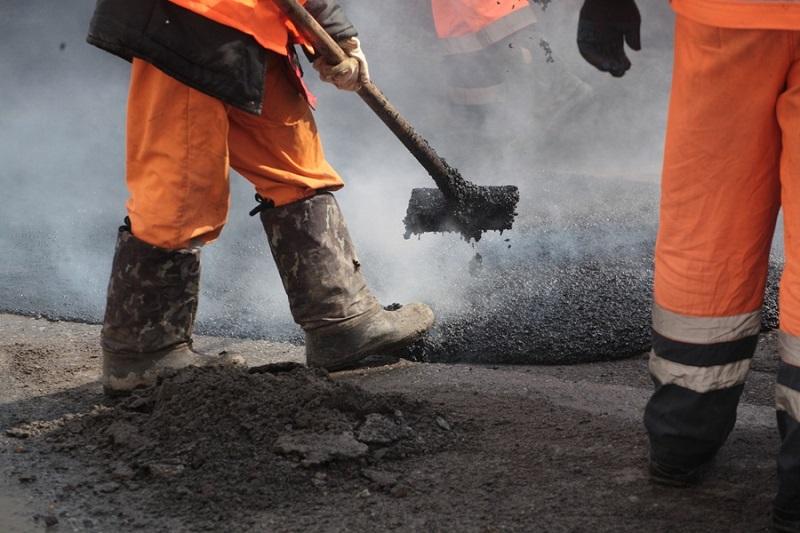 На ремонте дороги во Врадиевке присвоили 300 тыс.грн. – двум предпринимателям объявлено о подозрении