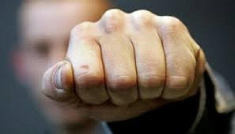 Житель Николаева, сломавший челюсть полицейскому, получил условный срок и заплатит пострадавшему 10 тыс.грн.
