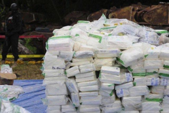 Возле побережья Мексики выловили больше тонны кокаина