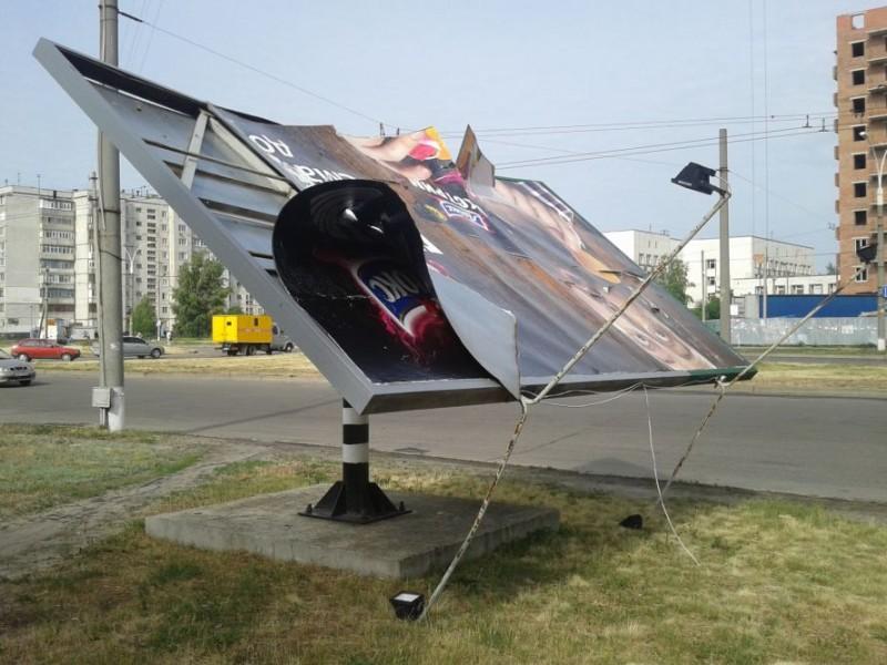 Николаевская ГАИ предлагает демонтировать незаконно установленные рекламные щиты