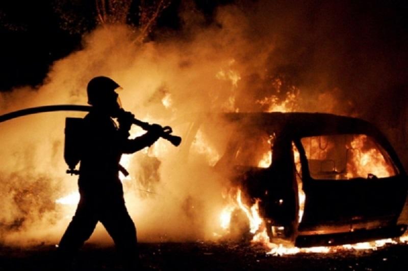Автобус загорелся сам, а с «Volkswagen Passat» еще надо разбираться – в Николаевской области снова горят средства передвижения