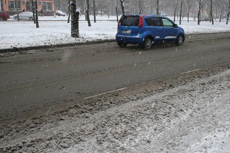 В Николаеве – зима: ищем на улицах снегоуборочную технику