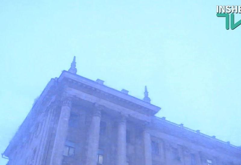 Апокалипсис по-николаевски: гром и молния во время ливневого снега