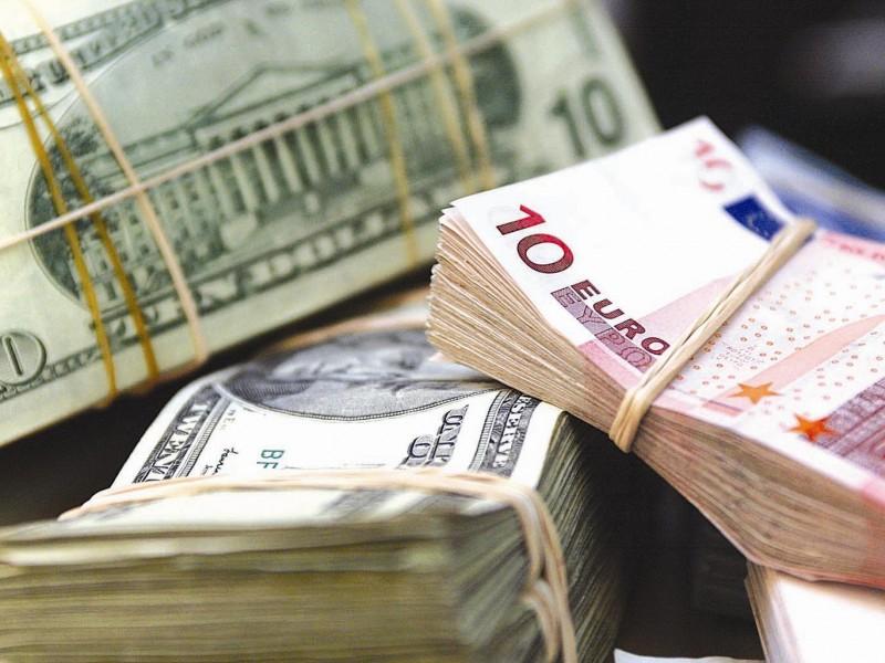 "Доллар на ""черном рынке"" продают по 25 гривен, евро – почти 30."
