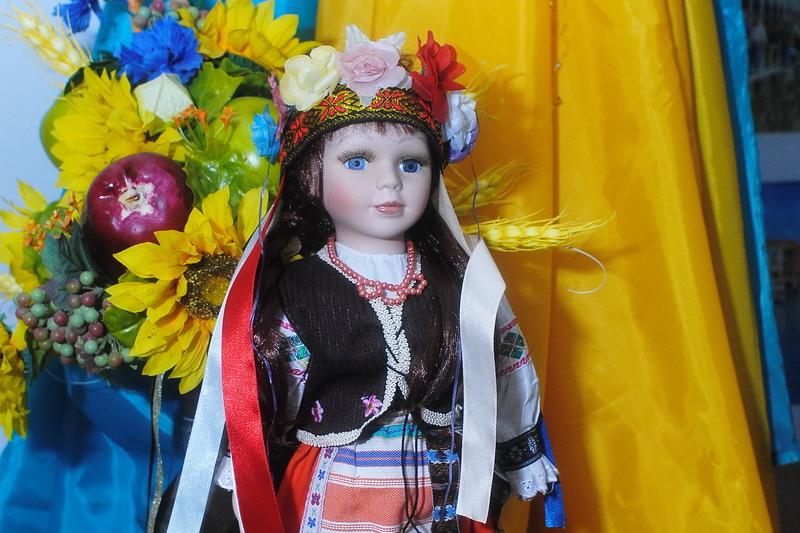 В Николаеве куклы закружились в новогоднем карнавале