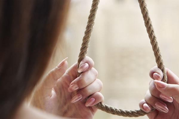 С любимыми не расставайтесь! В Корабельном районе Николаева 28-летняя женщина повесилась после разрыва с мужем