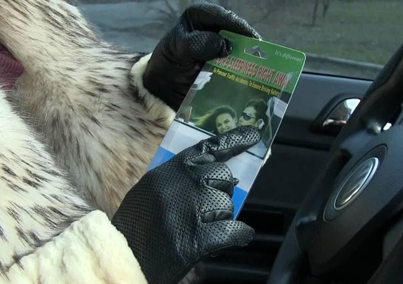 Тестируем гаджеты для автомобилистов — будильник и силиконовый коврик