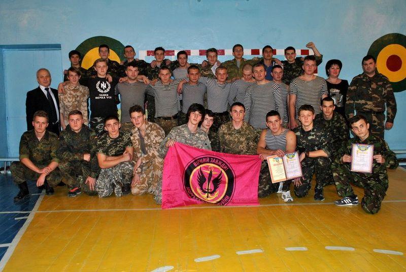 Посоревноваться с легендой: ученики школы №22 и бойцы 1-й бригады морской пехоты им.К.Ольшанского соревновались в «А ну-ка, парни!»