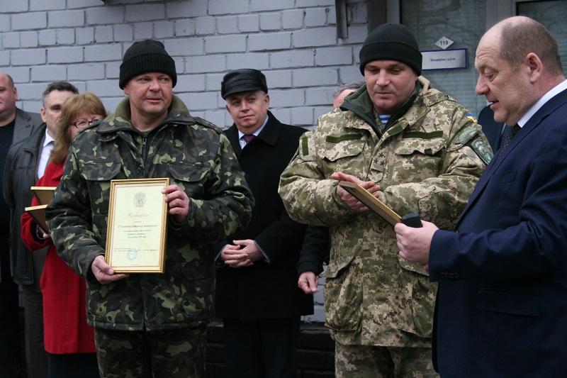 «Николаевоблэнерго» приодело бойцов 79-й бригады и 19-го мотопехотного батальона