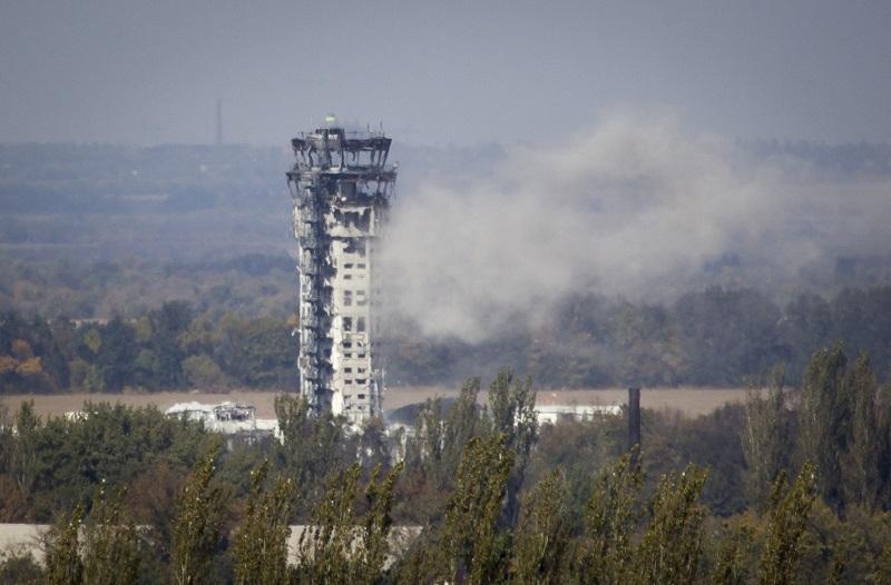 Прекратить обстрел Донецкого аэропорта пока не удается