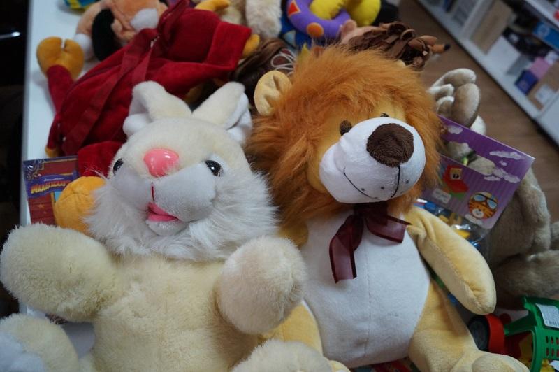Поделись своим теплом: сотрудники Николаевской таможни собрали подарки для детей, у которых нет родителей