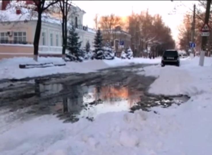 Возле церкви на Фалеевской – фонтан из нечистот. Прорвало канализацию