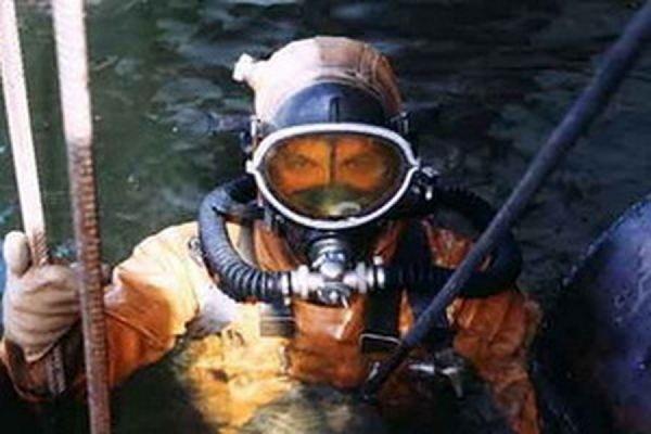 Возле Варваровского моста на дне реки водолазы нашли утопленника