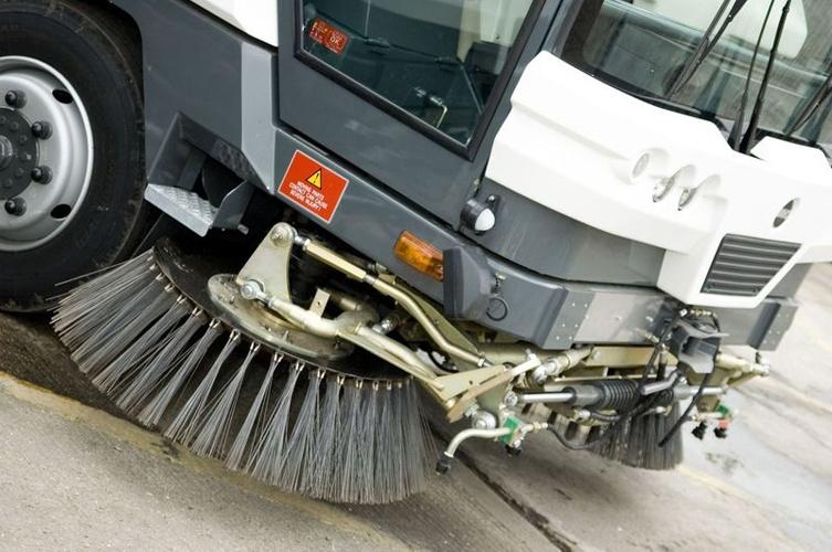 Новые тракторы для уборки улиц Николаева привезут в город до конца года