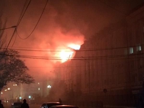 В Махачкале горит здание управления ФСБ