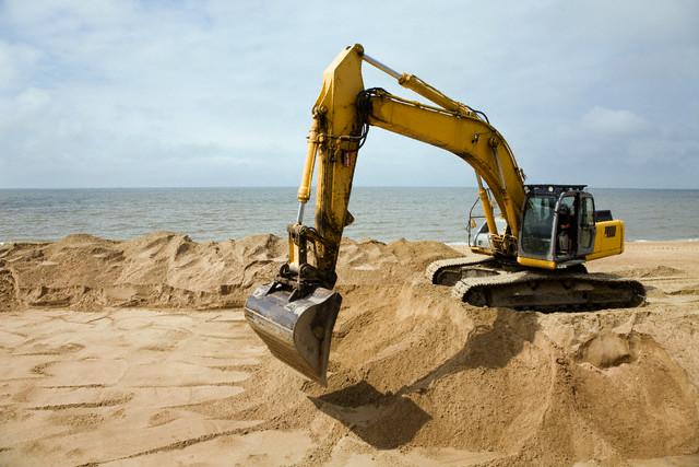 На Николаевщине прокуратура требует вернуть земли, на которых нелегально добывают песок