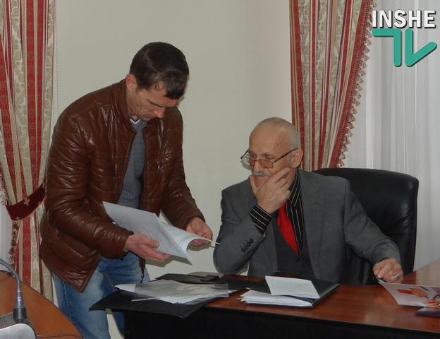 Мурад Каймаразов показал «Інше ТВ» свой паспорт