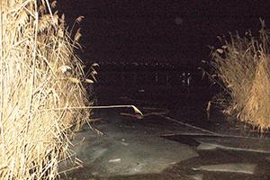 В Николаеве чудом остался жив 14-летний парень — он вышел на реку на резиновой лодке, лодка напоролась на льдину