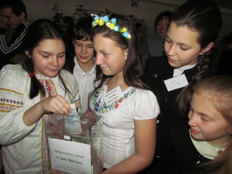 """""""Сердце ангела"""". В школе №57 благотворительная ярмарка в поддержку 79-й бригады прошла в темноте"""