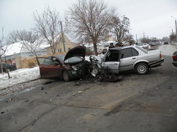 В Николаеве на пр.Октябрьском столкнулись три машины