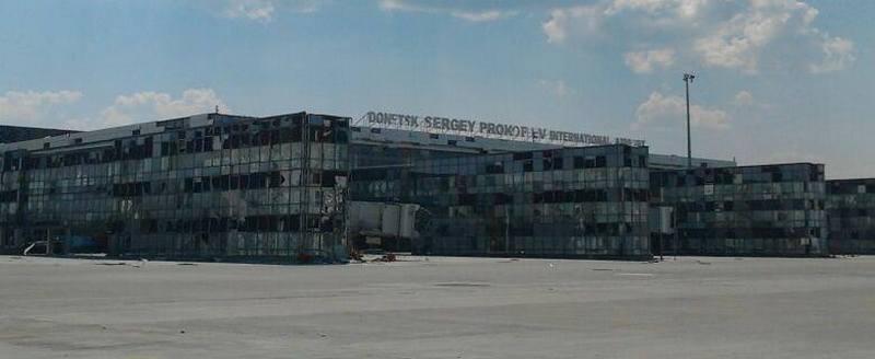 По Донецкому аэропорту работают снайперы и гранатометчики. Но наши держатся