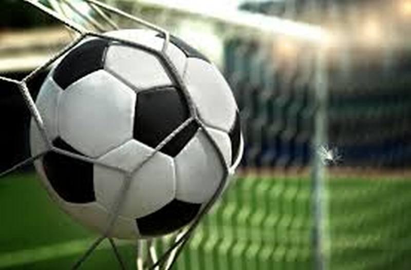 У них были ключи от стадиона: несмотря на запрет, во французском Страсбурге провели неофициальный футбольный матч со зрителями