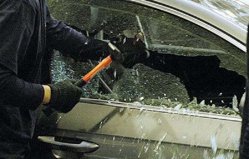 Ночью в Варваровке разгромили шесть автомобилей