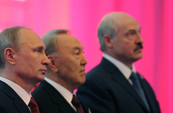 Порошенко считает символическими будущие визиты Назарбаева и Лукашенко