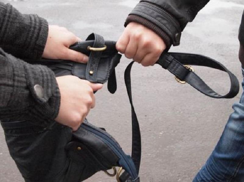 У Голій Пристані пограбували чоловіка