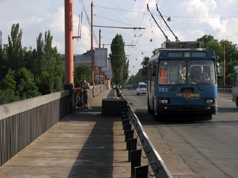 Из-за ремонта коллектора на Малой Морской в Николаеве изменятся маршруты общественного транспорта