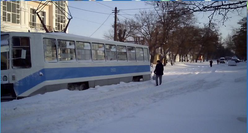 К 11:00 на маршруты города предположительно выйдет 30% маршрутных автобусов. Трамваи и троллейбусы сегодня на приколе